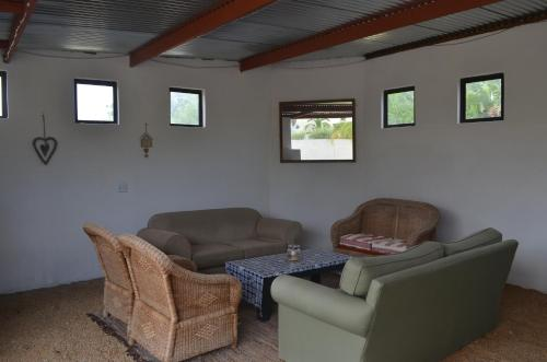 A seating area at Allie's Guest Cottage