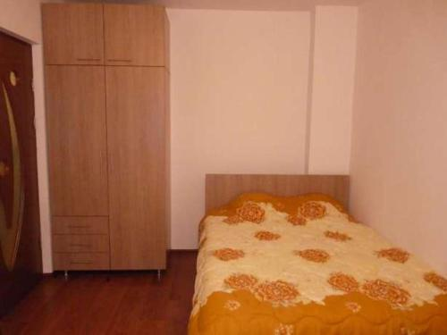 A bed or beds in a room at Apartament Rema