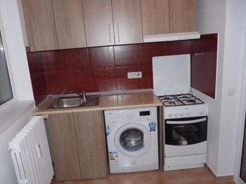 A kitchen or kitchenette at Apartament Rema