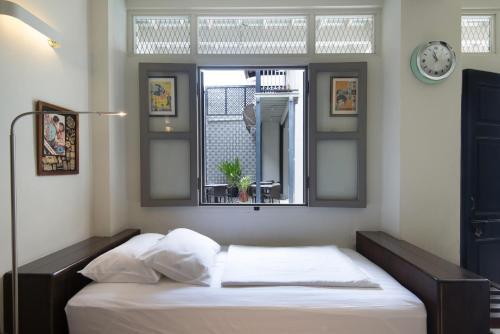 Ein Bett oder Betten in einem Zimmer der Unterkunft Noordin Mews