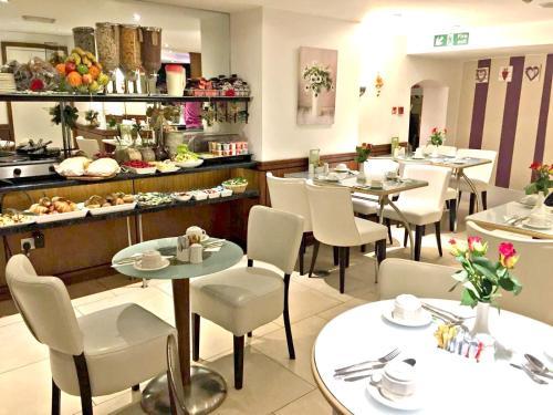 En restaurang eller annat matställe på Duke Of Leinster Hotel