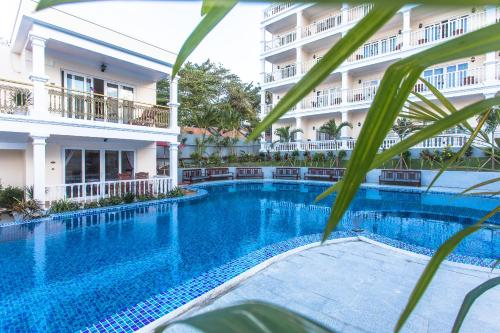 The swimming pool at or near Phuong Binh House
