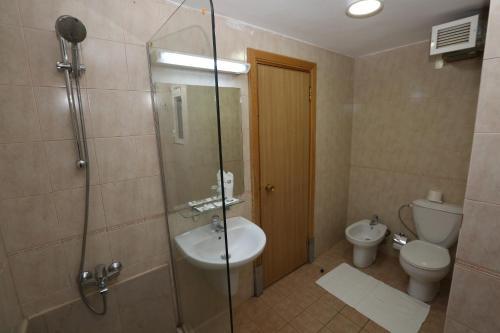 حمام في فندق الزيتونة