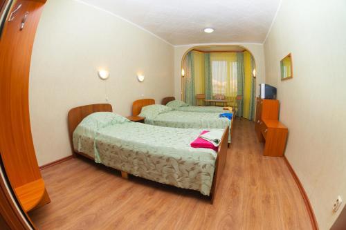 Кровать или кровати в номере Гостиница Парковая
