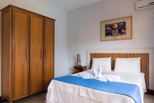 A bed or beds in a room at Pousada Ilhote da Prainha