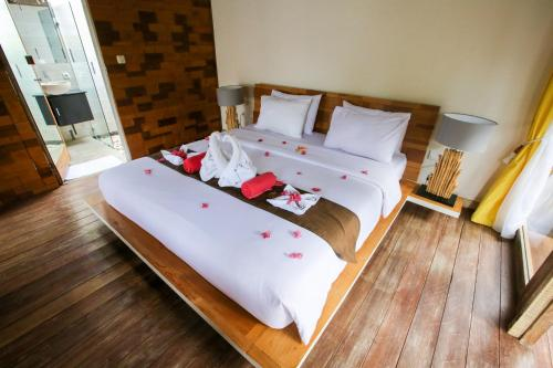 A bed or beds in a room at Camilla Resort