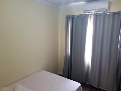 Cama ou camas em um quarto em Apartamentos Bananeiras 2 Quartos Nos Inglêses