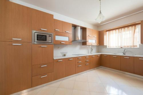 A kitchen or kitchenette at Family apartment near the sea
