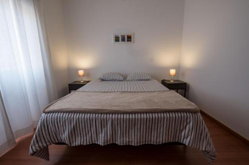 A bed or beds in a room at Casa Grilos