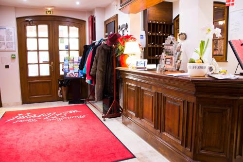 The lobby or reception area at Hostellerie Saint Florent