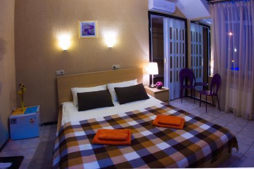 Кровать или кровати в номере Айсберг Хаус