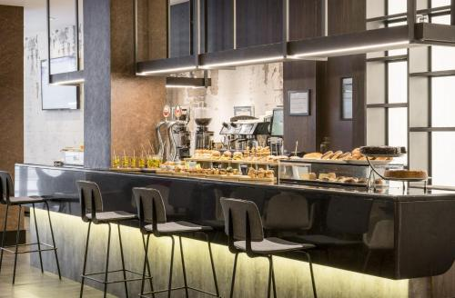 A restaurant or other place to eat at Hotel Ilunion Bilbao