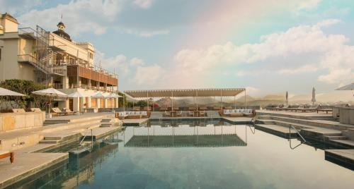 The swimming pool at or near RAAS Devigarh