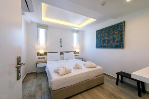 Łóżko lub łóżka w pokoju w obiekcie Lindian Jewel Hotel and Villas