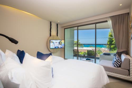 Voodi või voodid majutusasutuse The SIS Kata, Resort (SHA Plus+) toas