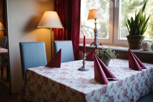Ein Restaurant oder anderes Speiselokal in der Unterkunft Hotel Rosenstadt Forst