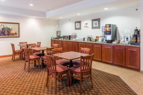 A restaurant or other place to eat at Super 8 by Wyndham St Robert Ft Leonard Wood Area