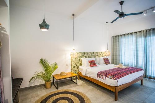 A bed or beds in a room at Abdi Hotel & Bungalow