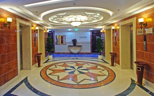 منطقة الاستقبال أو اللوبي في فندق الإيمان رويال