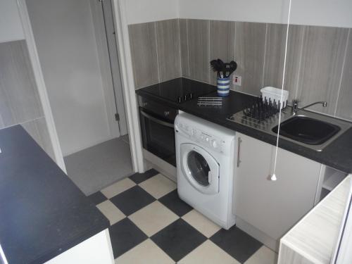 A kitchen or kitchenette at Little Parklands