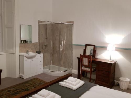 A bathroom at Albert Street Apartment