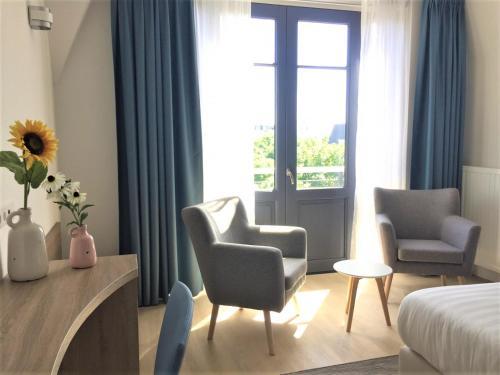 Een zitgedeelte bij Hotel Bosch En Zee
