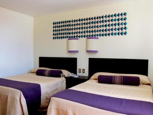 A bed or beds in a room at Parador del Dominico
