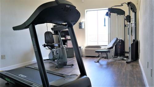 The fitness center and/or fitness facilities at Baymont by Wyndham West Plains
