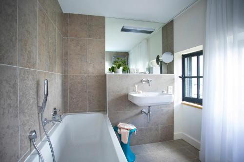 Salle de bains dans l'établissement Fourvière Hôtel