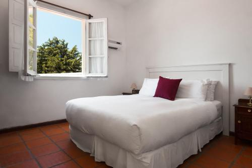 A bed or beds in a room at Posada Del Virrey