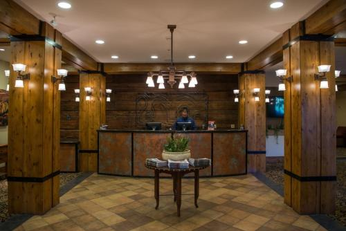 The lobby or reception area at The Lodge at Mountaineer Square