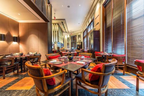 A restaurant or other place to eat at The Setai, Miami Beach