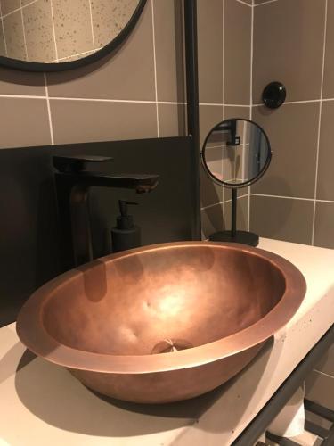 A bathroom at Slipens Hotell