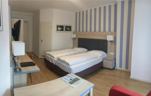 A bed or beds in a room at Hotel Hansablick