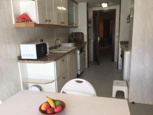 A kitchen or kitchenette at Apartament Teulades
