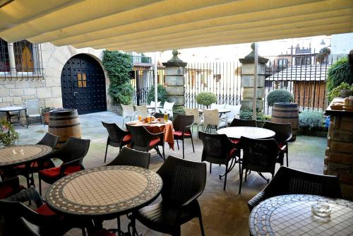Un restaurante o sitio para comer en Hotel Palacete