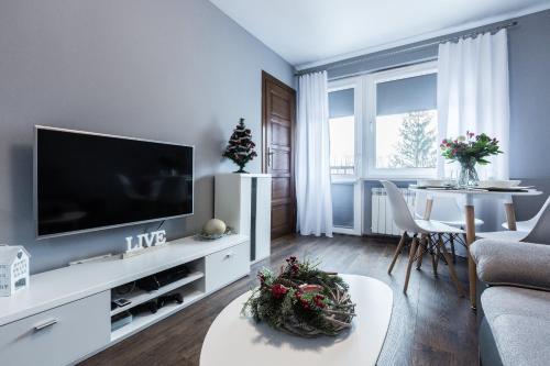 Telewizja i/lub zestaw kina domowego w obiekcie Apartament Świerkowy Potok