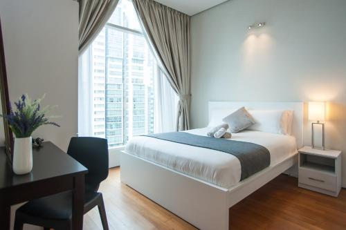A bed or beds in a room at Soho Suites KLCC by Leala