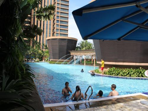 The swimming pool at or close to Times Square Service Suites Kuala Lumpur