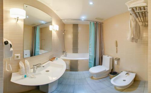 Ванная комната в Residentsiya Hotel