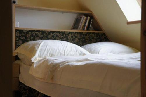 Łóżko lub łóżka w pokoju w obiekcie Apartamenty Dom nad Jeziorem
