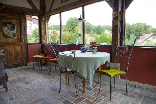 Restauracja lub miejsce do jedzenia w obiekcie Pod Dobrym Źródłem