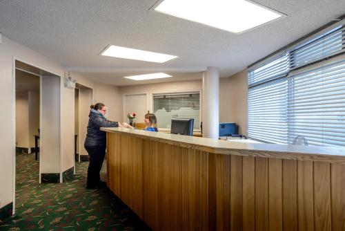 The lobby or reception area at Bow View Lodge