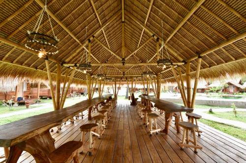A restaurant or other place to eat at Beranda Ecolodge