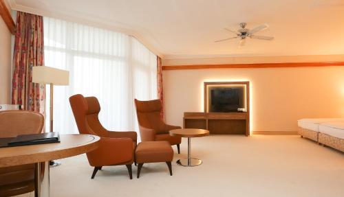A seating area at Hotel La Strada