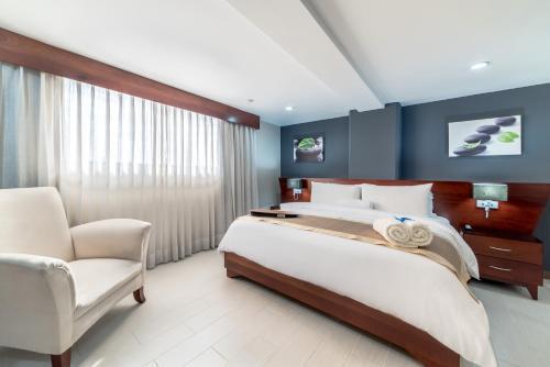 A bed or beds in a room at Hodelpa Gran Almirante