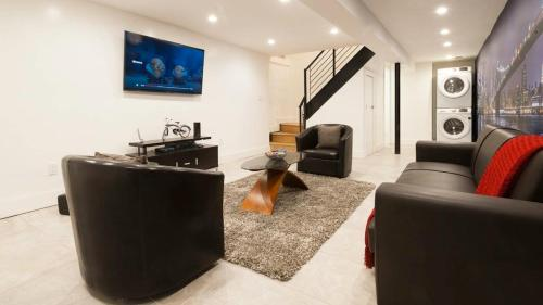 A seating area at Luxury Duplex Apartment