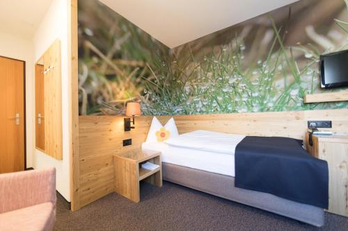 A bed or beds in a room at Hotel Garni Chesa Mulin