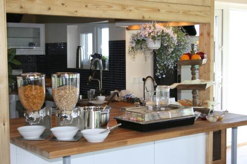 A restaurant or other place to eat at Guesthouse Vellir