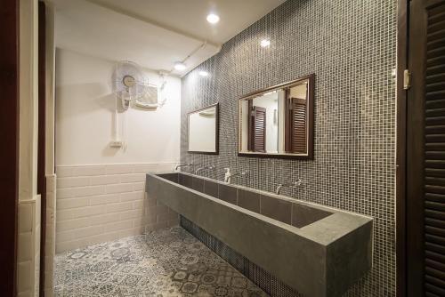 Een badkamer bij Suk18 Hostel